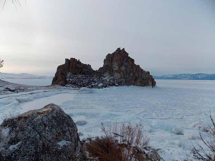 скала шаман байкал зимой