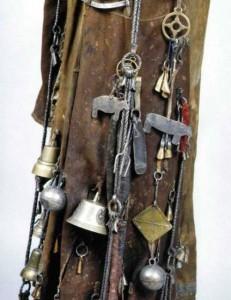 Шаманский костюм символы