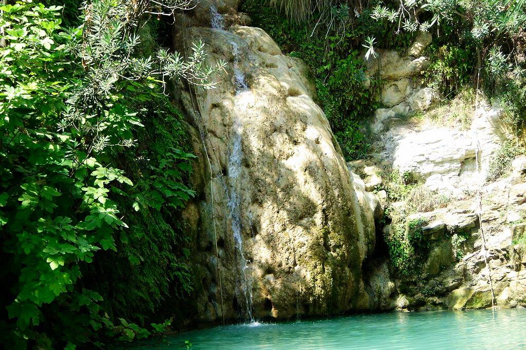 водопады адониса кипр