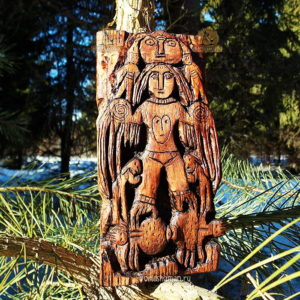 пермский звериный стиль богиня на пауках из дерева
