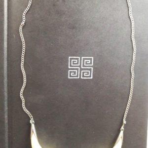 Ожерелье ведьмы из клыков купить