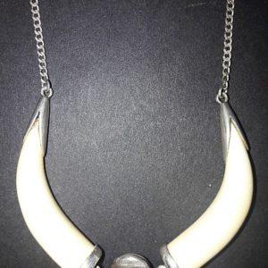 Ожерелье ведьмы из клыков пантеры